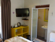 Ashanti Gardens - En-Suite Double Room
