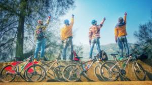 19-riding-988845_1280