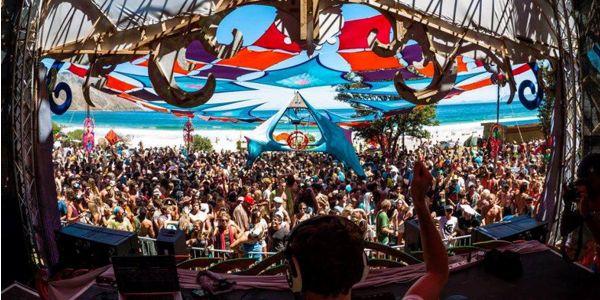 Alien Safari Masqued ball crowd